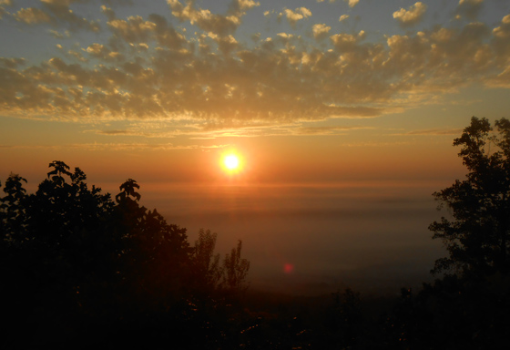 The sunrise yesterday morning over Chattanooga, Tennessee in the States....that's the gold of morning separating the blue sky above & the foggy, low clouds below, from an early hike on Lookout Mountain. Photo by Ian Byington.